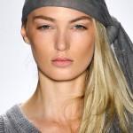 Tạo điểm nhấn với khăn trùm đầu