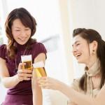 Phụ nữ tuổi mạng kinh nên uống tí bia mỗi ngày