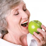 Để bảo vệ sức khỏe tot61t hơn, người cao tuổi cần phải làm gì?