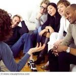 Những hành vi, cử chỉ cần tránh khi giao tiếp