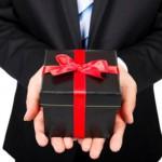8 loại quà không nên tặng sếp và đồng nghiệp