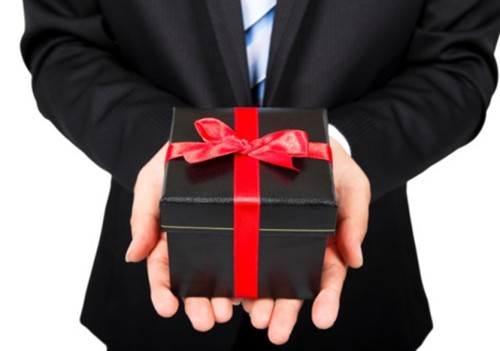 0404-gift-tax-giving-gift-485x340-1