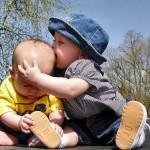 Ngăn ngừa con lớn bắt nạt con nhỏ