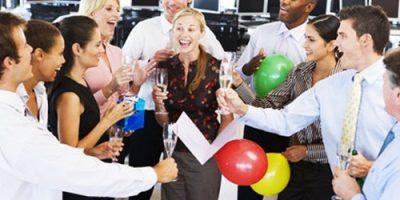 10 điều không nên khi tham gia bữa tiệc công sở