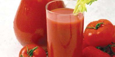 Hỗn hợp nước ép cà chua làm đẹp da