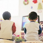 Lưu ý khi cho bé xem tivi