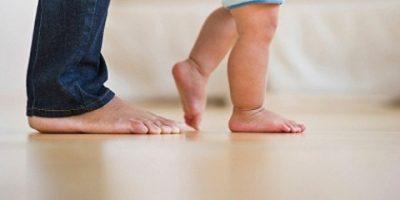 Đi chân đất giúp bé ít bị bệnh