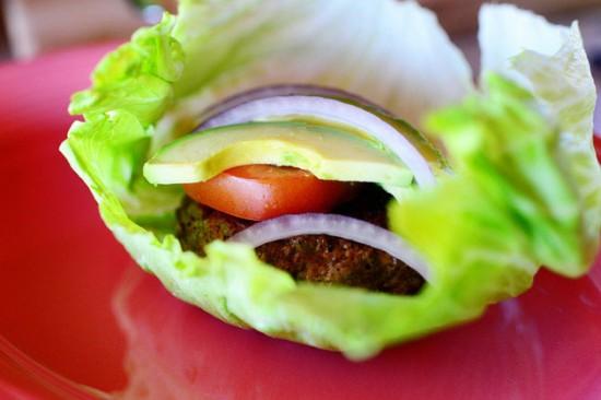 salad-kep-burger-cuc-hap-dan-550x366