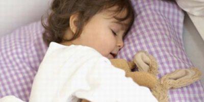 Để giúp trẻ ngủ với máy điều hòa được an toàn
