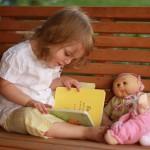 Làm sao để con bạn có thói quen thích đọc sách