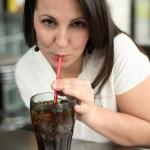 Uống đồ ngọt nhiều gây hại cho thận