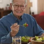 Người cao tuổi có nguy cơ bị nghẹn cao hơn người ngoài