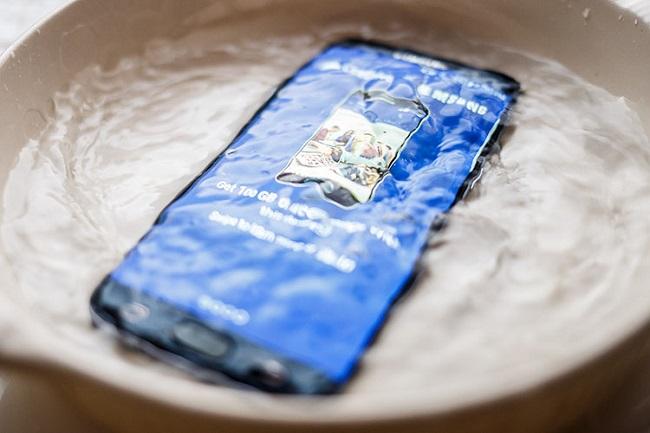 Khả năng chống nước tuyệt đối của Galaxy S7