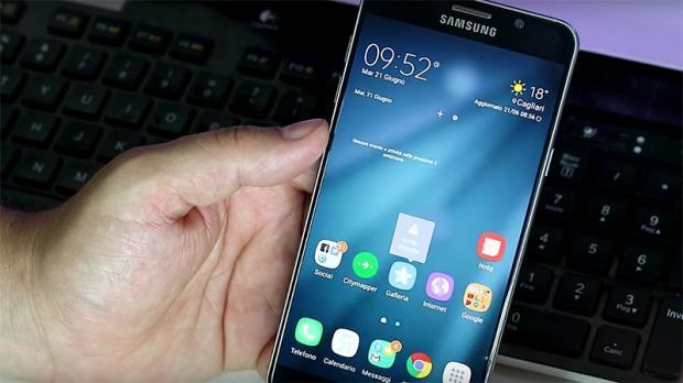 Khi mang ra so sánh với Note 7 của Samsung thật khó để phân định.