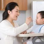 Những lỗi cần tránh khi chăm bé ăn