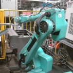 iPhone 5 sẽ được Apple sản xuất bằng robot?
