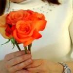 Cách bó hoa hồng tròn trong ngày cưới