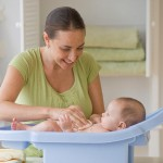 Những vật dụng cần thiết khi tắm bé