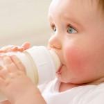Nuôi con bằng sữa nhân tạo có tốt?
